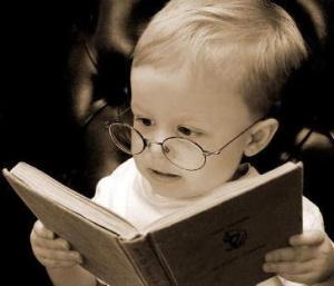 niño leyendo, gracioso